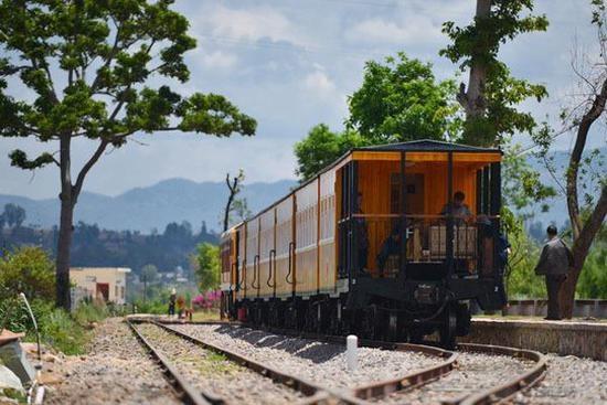 随百年米轨火车游建水 穿越千年悠悠时光
