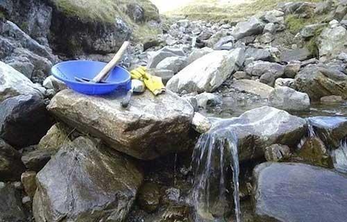 这个男人在深山中,为他的未婚妻做了一件令所有人都感动的事情-希望种子